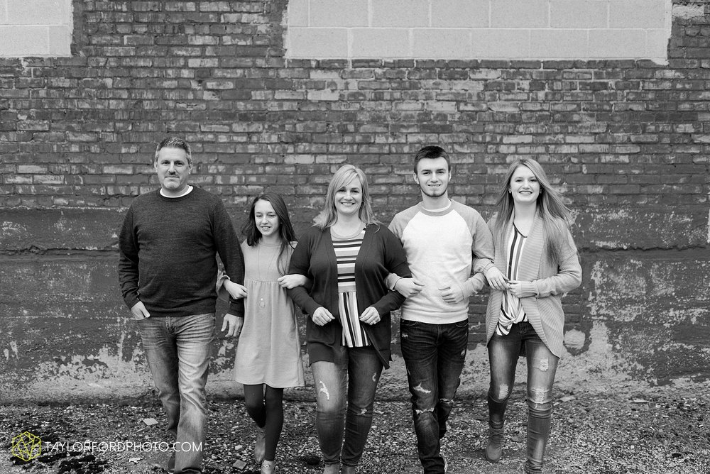 thompson-extended-family-van-wert-ohio-downtown-family-photography-taylor-ford-hirschy-photographer_2060.jpg