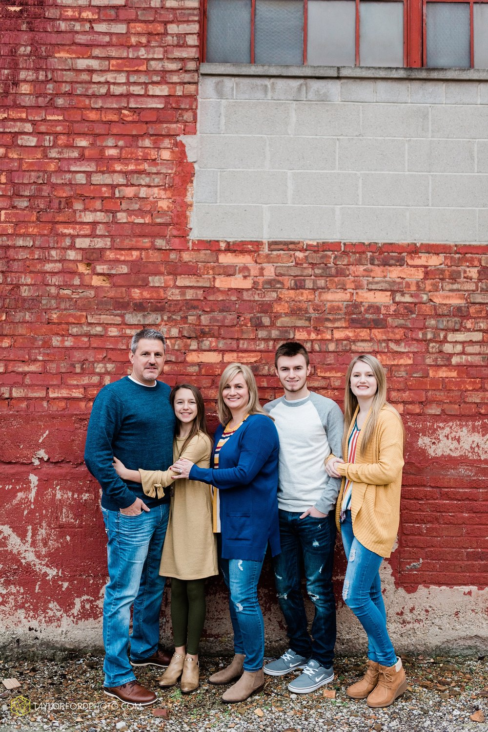 thompson-extended-family-van-wert-ohio-downtown-family-photography-taylor-ford-hirschy-photographer_2059.jpg