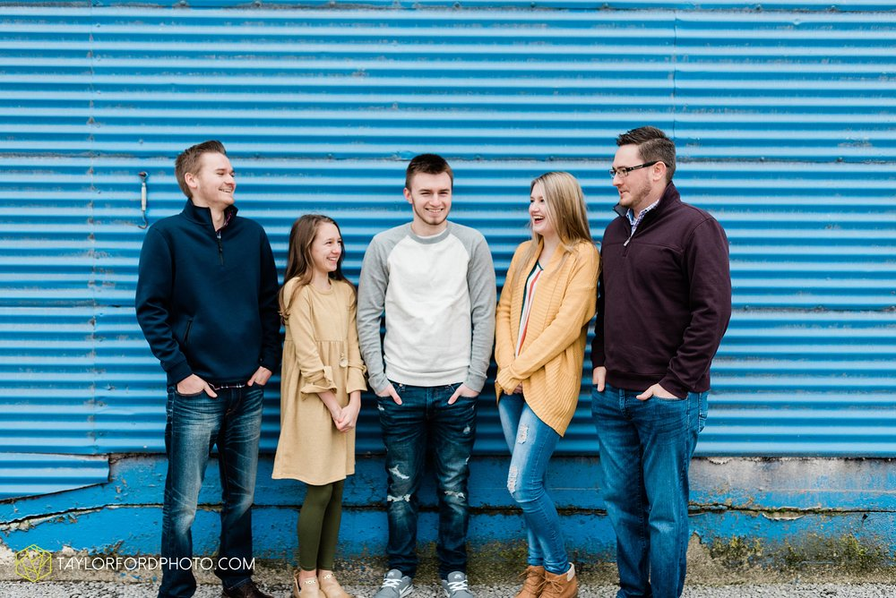 thompson-extended-family-van-wert-ohio-downtown-family-photography-taylor-ford-hirschy-photographer_2073.jpg