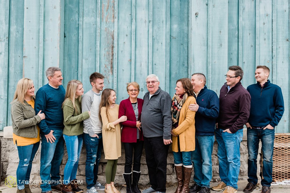 thompson-extended-family-van-wert-ohio-downtown-family-photography-taylor-ford-hirschy-photographer_2085.jpg
