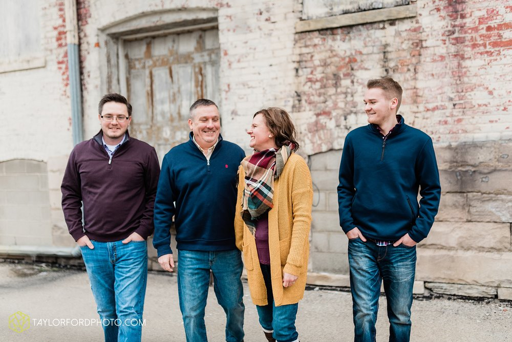 thompson-extended-family-van-wert-ohio-downtown-family-photography-taylor-ford-hirschy-photographer_2092.jpg