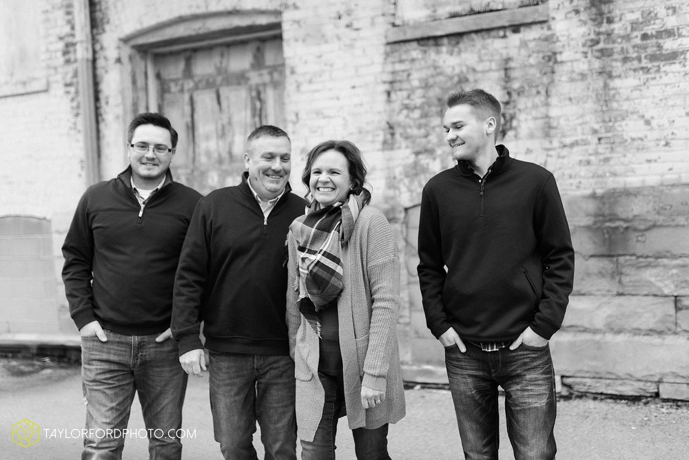 thompson-extended-family-van-wert-ohio-downtown-family-photography-taylor-ford-hirschy-photographer_2093.jpg