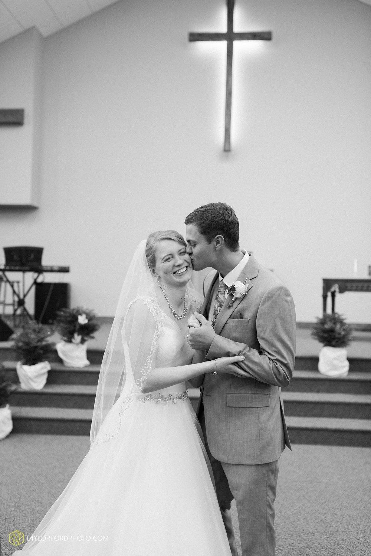 pleasant-view-church-christmas-celina-fraternal-order-of-eagles-reception-wedding-wren-willshire-van-wert-ohio-photography-taylor-ford-hirschy-photographer_2160.jpg
