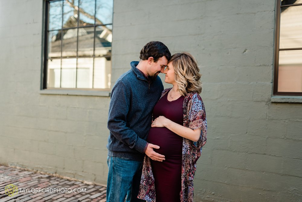 hockenberry-maternity-pregnant-german-village-columbus-ohio-photography-taylor-ford-hirschy-photographer_2250.jpg