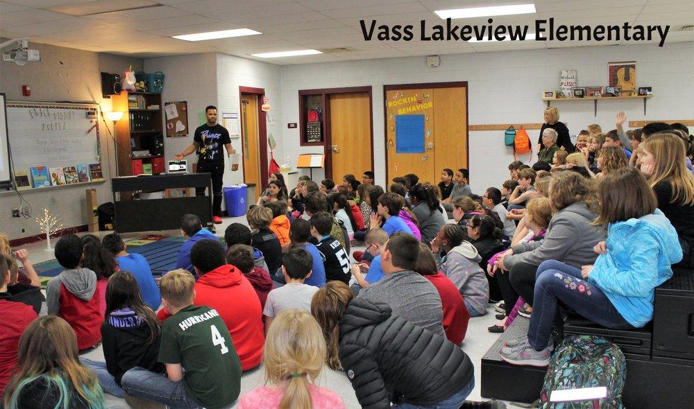 VLVE-Kent Murphy visitng 4th graders fro Link Up program.jpg