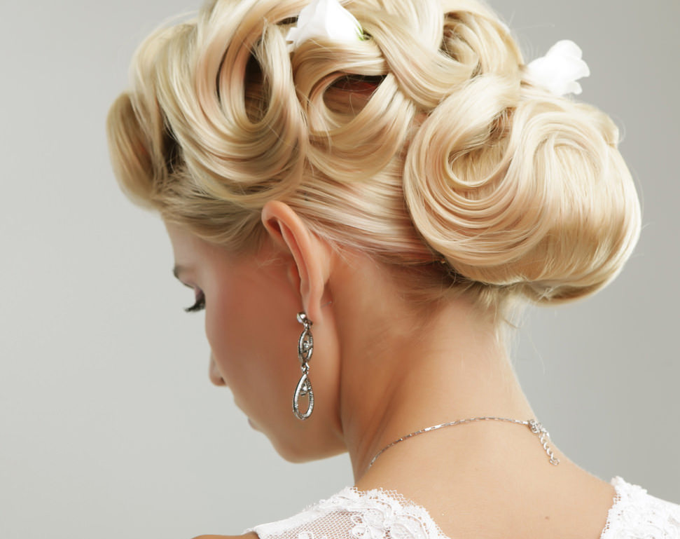 3 Simple Bridal Hair Do's and Don'ts for the Big Day