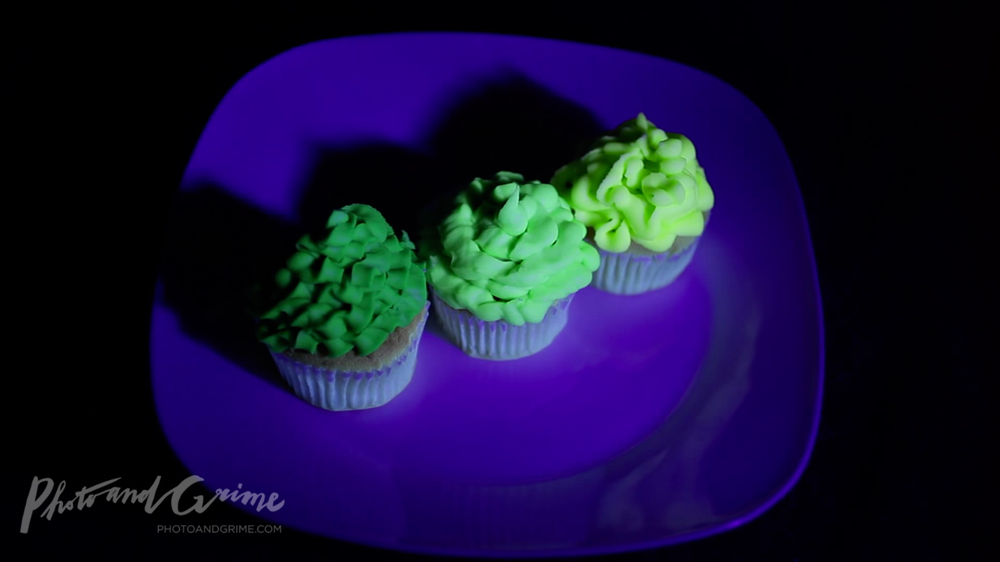 UV glow in the dark cupcakes recipe green 03.jpg