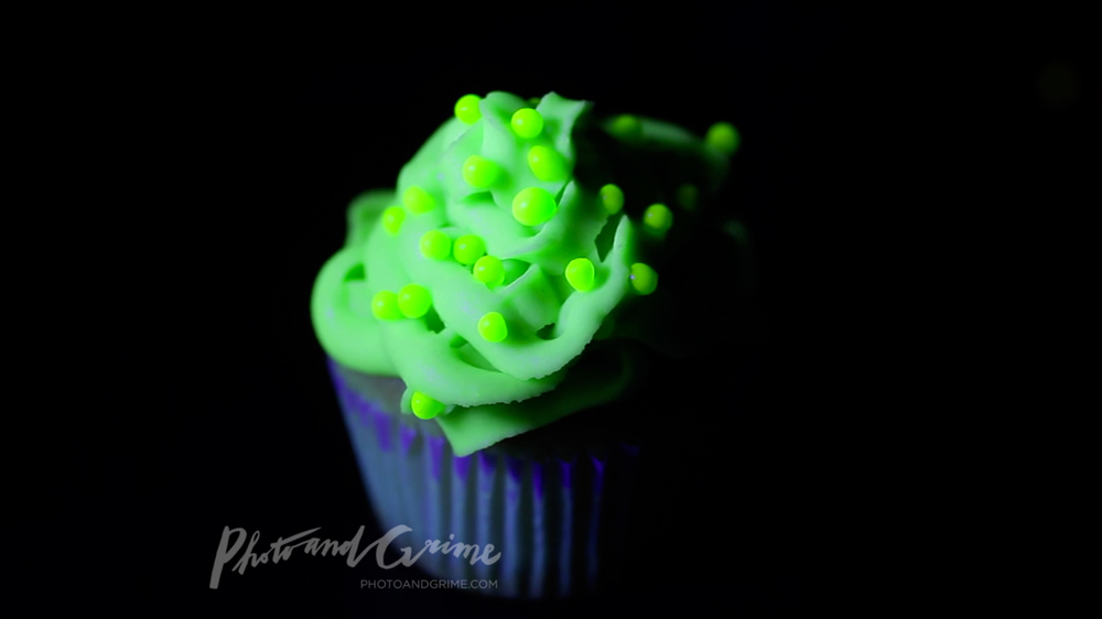 UV Glow in the dark cupcakes recipe green.jpg