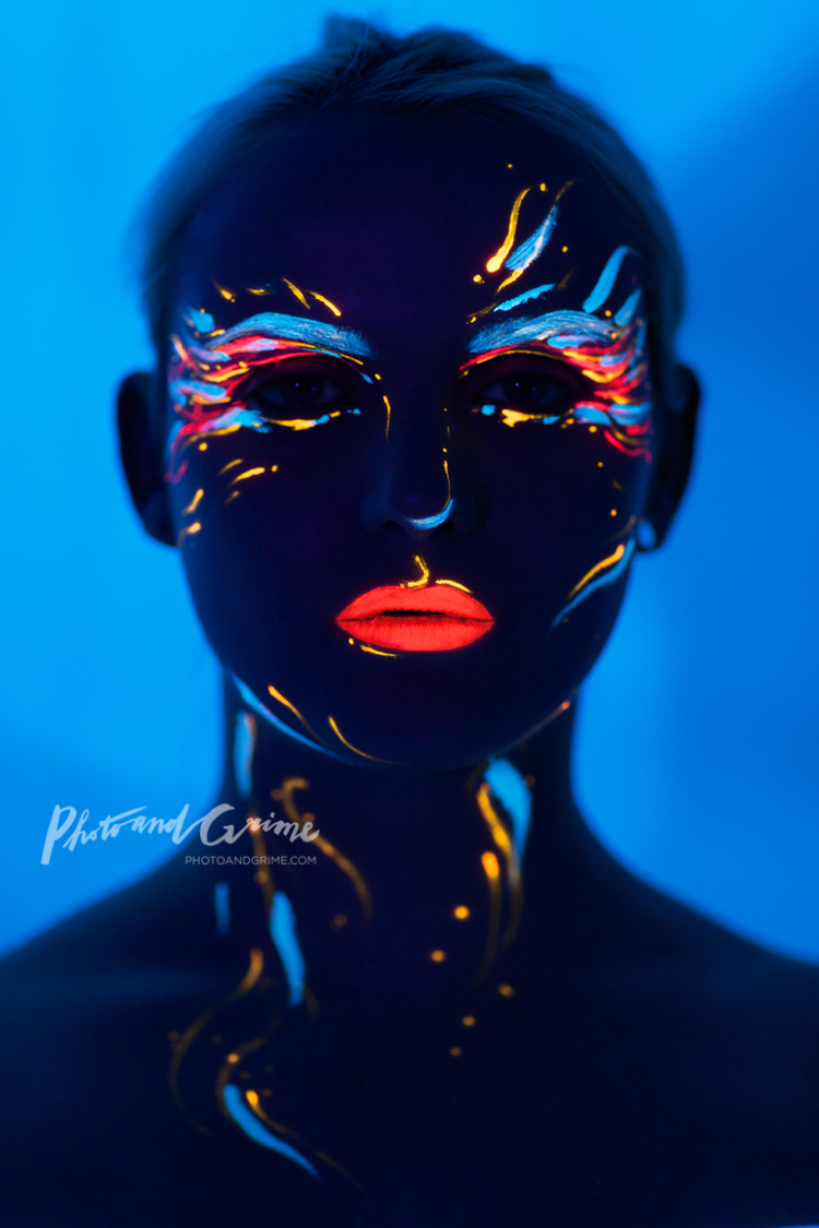 PUNCHINGPICTURES photoandgrime Pieke Roelofs blacklight makeup.jpeg