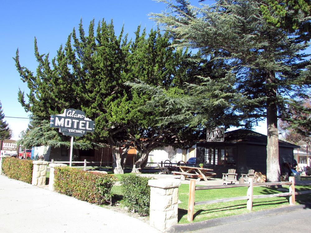 Alamo_Motel.jpg