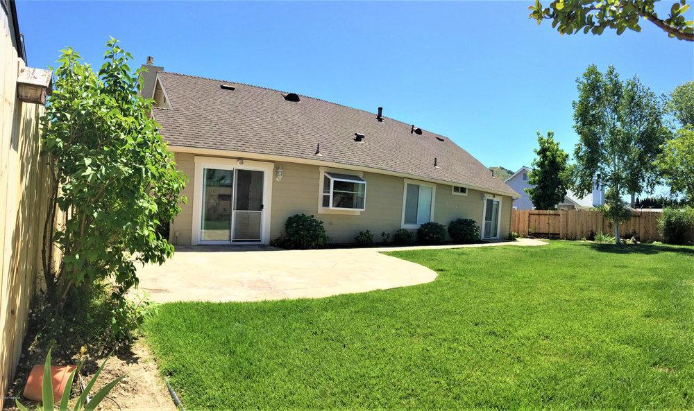 711_Hill_Street_Los_Alamos_CA_backyard.jpg
