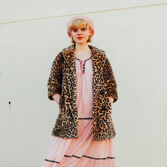 You're hot and you're cold? Finding the season change rough? Don't be afraid to team a summery dress with the perfect faux fur coat 🎀 or perhaps a cheeky jumper! This look in store 🌸✨