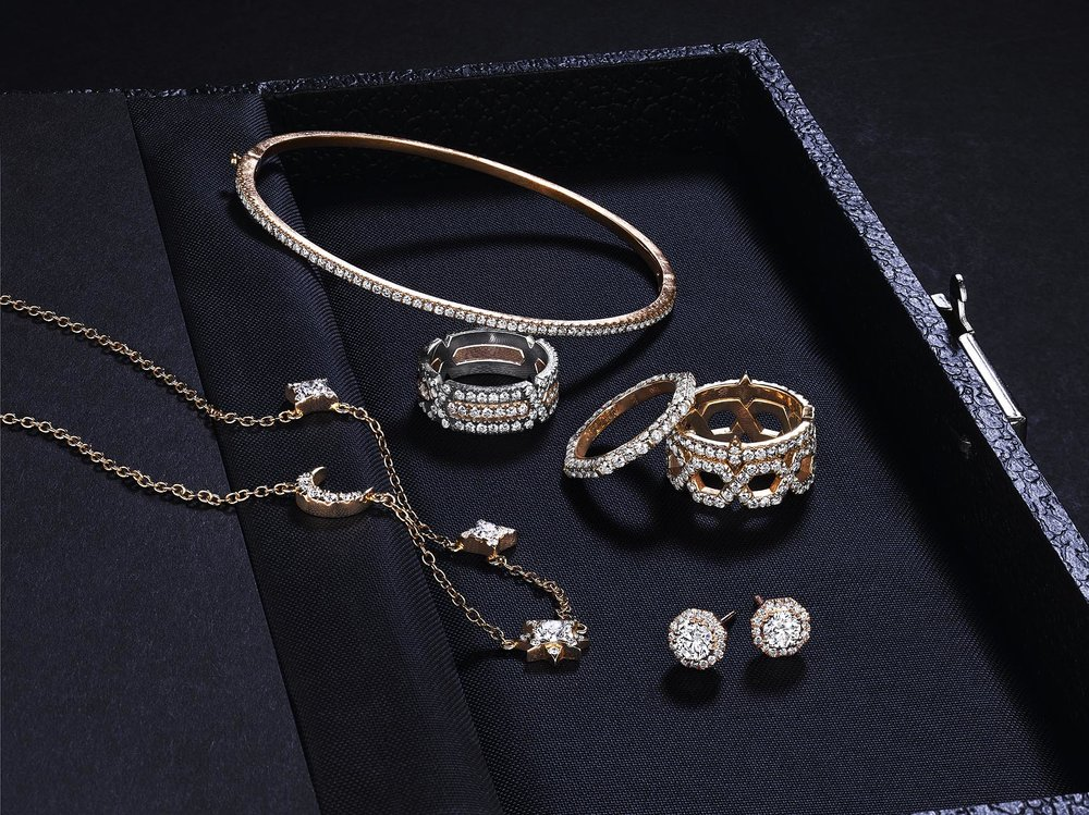 Q: Dear Lindsey, - I'm starting to invest in more long lasting, significant pieces for myself, including jewelry. How do I choose the right items?