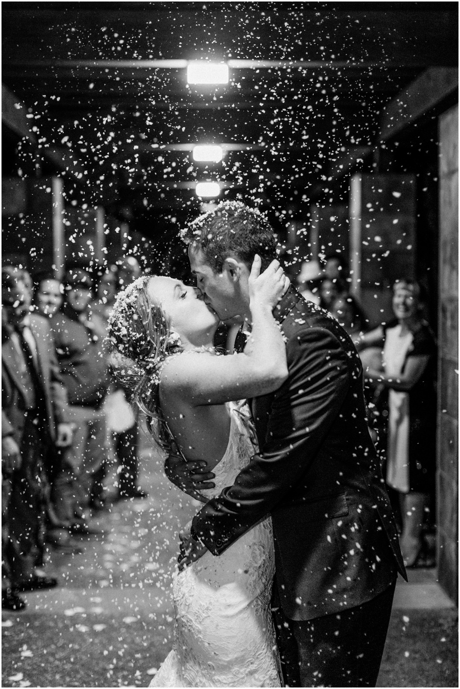 confetti+exit+wedding+photography