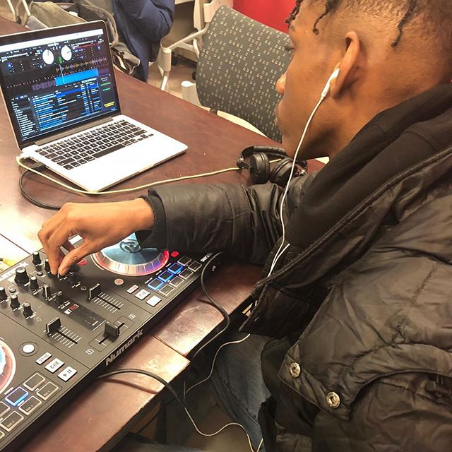 In the cut working with #serato yesterday with @riobamba_dj and our teen students at @loisaidainc.center @abronsartscenter  #sonicartsforall . . . . . . #nyc #brooklyn #music #musictechnology #musictech #children #education #kids  #newyorkcity #sonicarts #soundart #sound #tech #classroom #musiclessons #learning #musiceducation  #electronicmusic #synths #midi #musiced #newyork #specialed #specialeducation