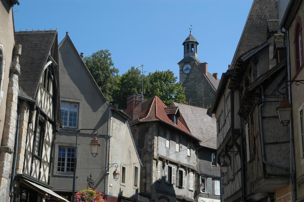 vue de la ville et du château des Ducs de Bourbon
