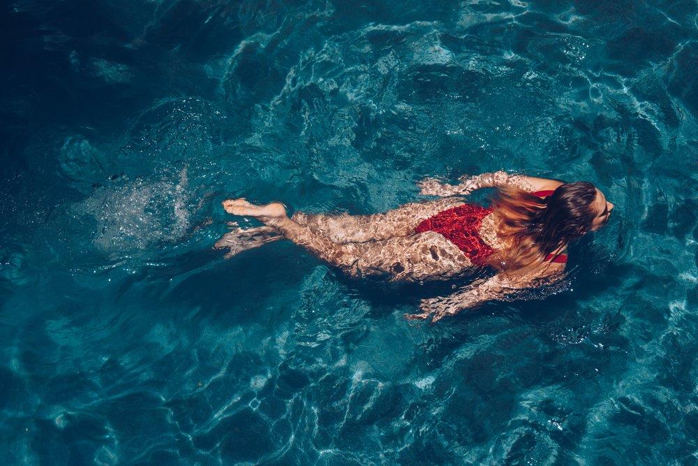 woman-swimming_4460x4460.jpg
