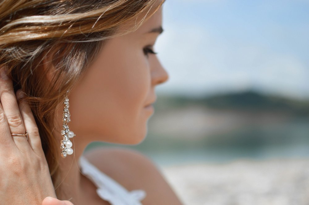 earrings-2593350_1920.jpg