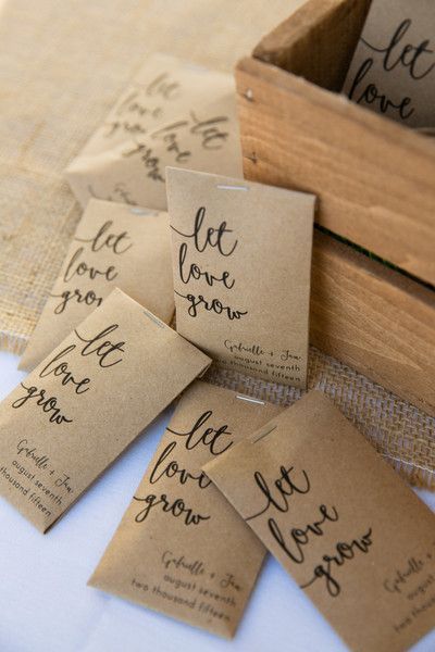 Wedding favour seeds (Image posted on Pinterest by WeddingWire)
