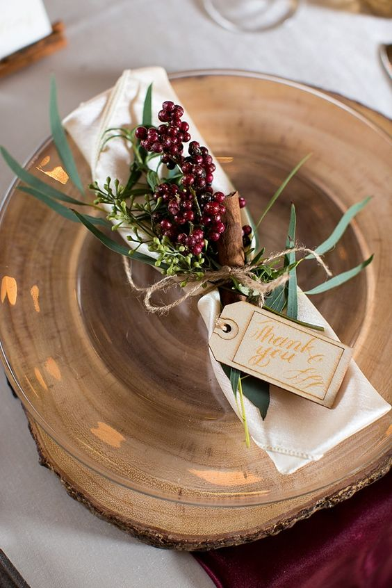 Image from Tidewater and Tulle: http://www.tidewaterandtulle.com/2015/12/rustic-german-christmas-wedding-ideas.html