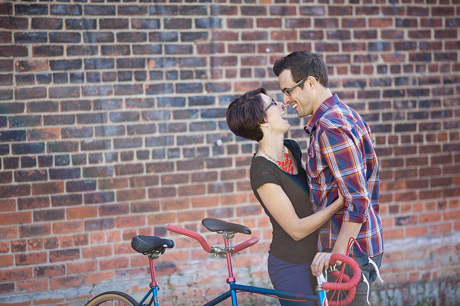 detroit-mercantile-detroit-eastern-market-engagement-photos-bicycle-eryn-shea-photography-06