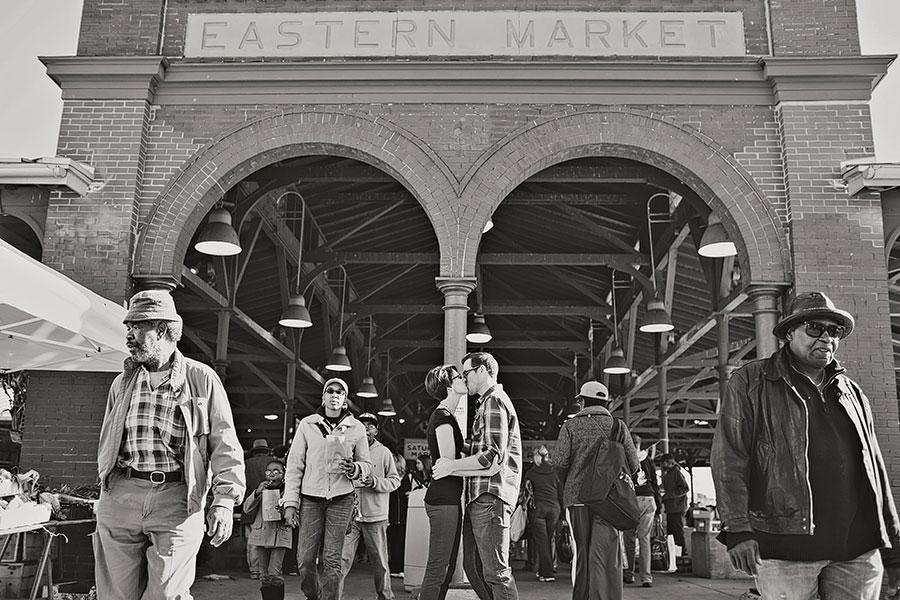 detroit-mercantile-detroit-eastern-market-engagement-photos-bicycle-eryn-shea-photography-09