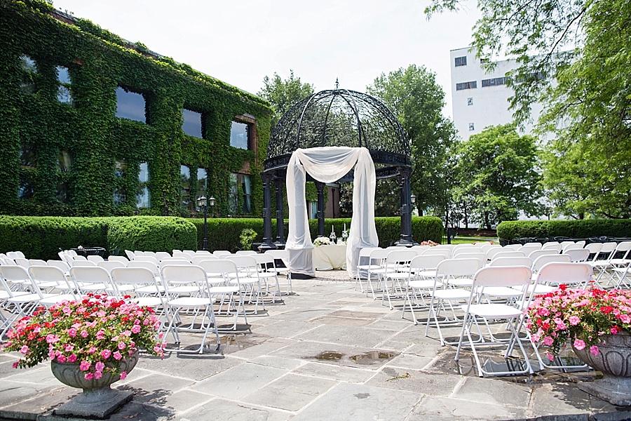windsor-wedding-photographer-ontario-wedding-sprucewood-winery-wedding-hiram-walker-wedding_0019