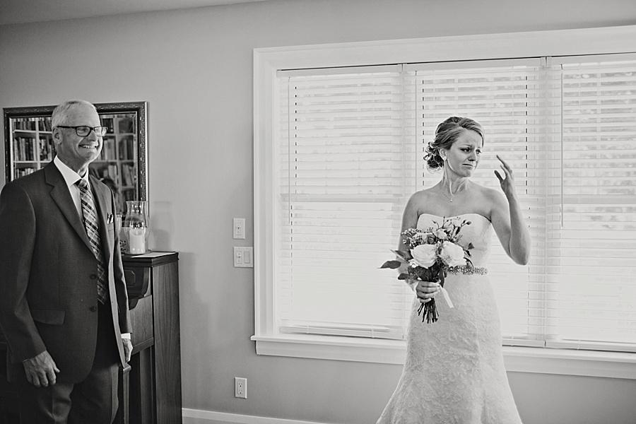 barn-wedding-diy-wedding-ontario-windsor-wedding-photographer-tremblay-farms-iron-kettle-bb_0018
