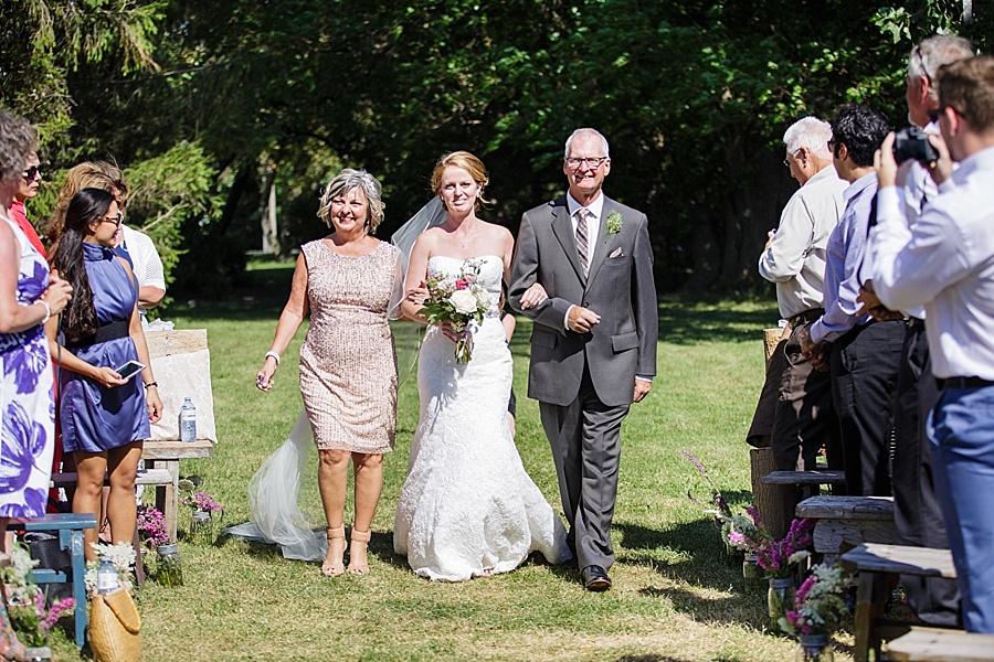 barn-wedding-diy-wedding-ontario-windsor-wedding-photographer-tremblay-farms-iron-kettle-bb_0026
