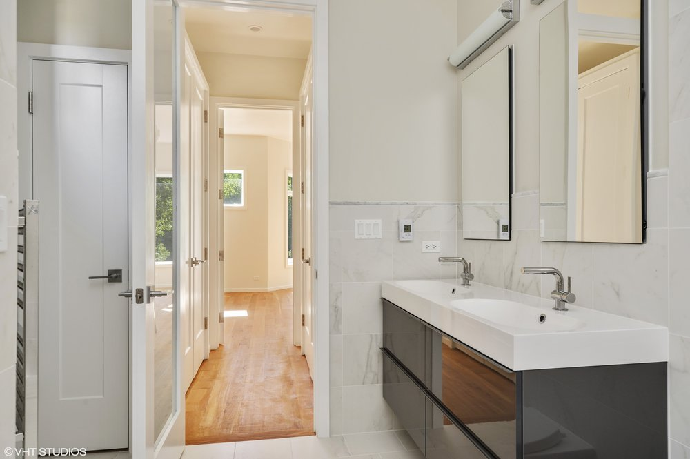 05_5485SEllis_13_MasterBathroom_HiRes.jpg