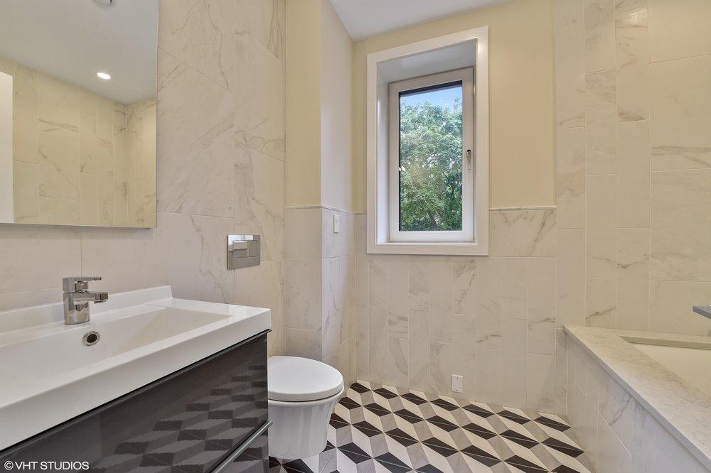 12_5485SEllisAve_8001_Bathroom_HiRes.jpg