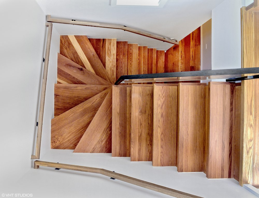 07_5485SEllisAve_68_Staircase_HiRes.jpg