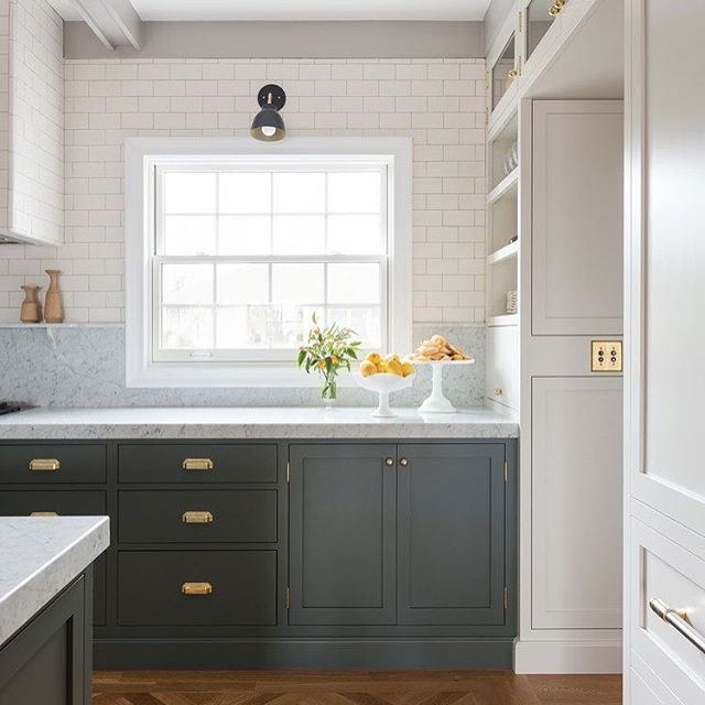 While I'm not relishing the fact that it's Monday, and it's time to meal plan for the week 🙄, I could really love to get cookin' in this gorgeous kitchen by @boxstreetdesign! Who else meal plans, and what day of the week do you do your shopping? 🛒I'm a Monday shopper and I always plan special, slow cooking meals for the weekends! 🍽 . . . #mealplanningmonday #mealplan #kitchendesign #insetcabinets #brasshardware #subwaytile #designer #classy #shopping #feedingmyfamily #food #cooking #chef #ilovetocook #ilovetoeat #foodlover #foodie