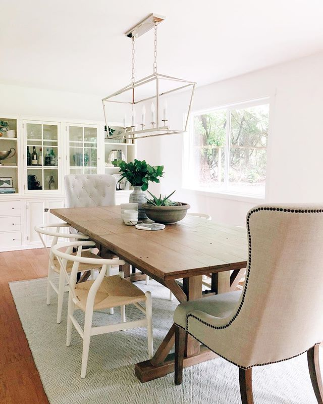 Love how this dining room project turned out! That chandelier will always have my heart. 💛 Design by Elizabeth Bryant / Ada Avenue Interiors