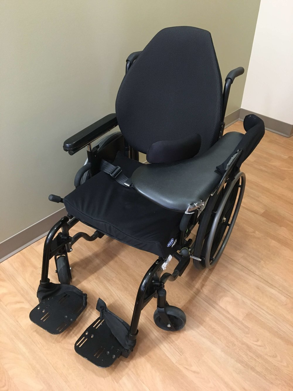 Wheelchair with arm tray
