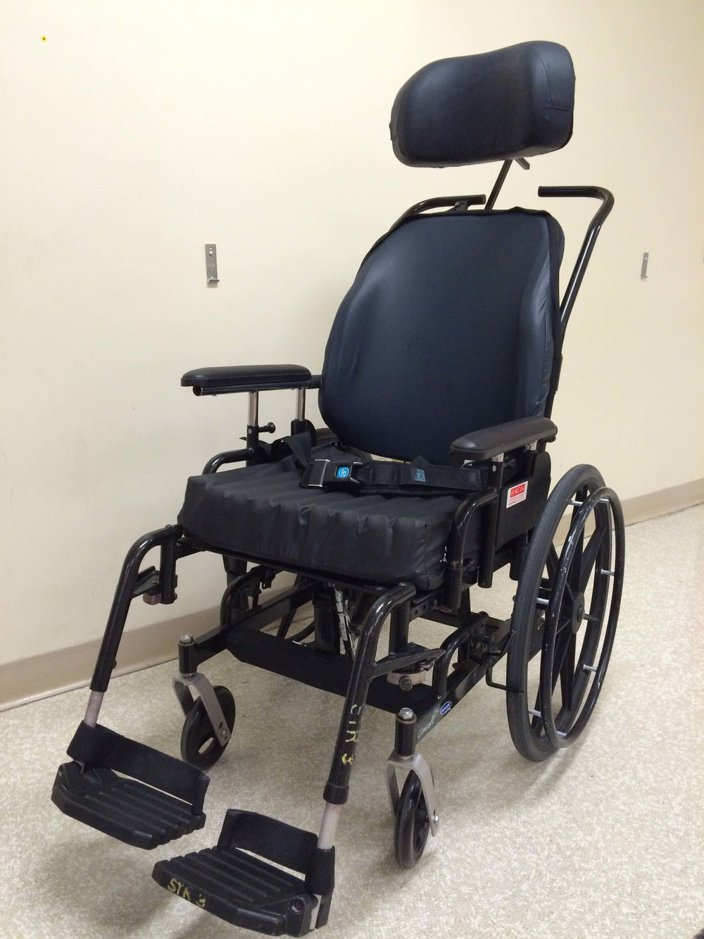 Wheelchair with backrest