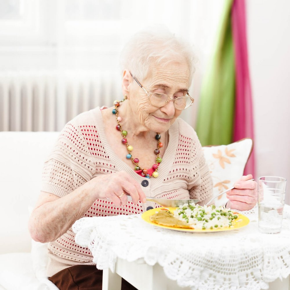 elderly_woman_eating