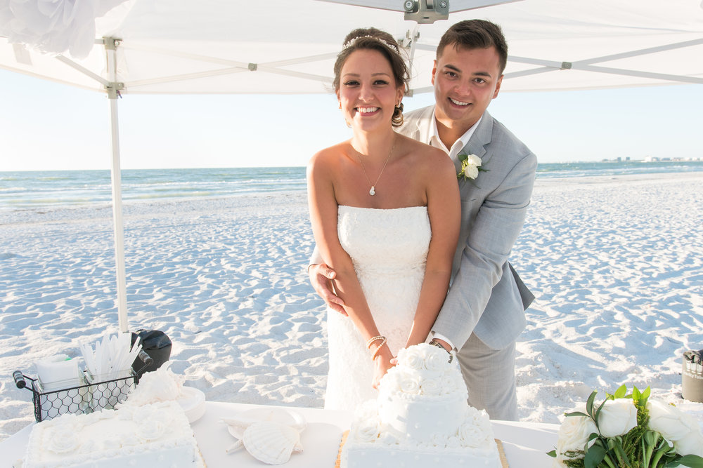 wedding cake, cake by the ocean, St.Pete wedding photographer, St.Pete wedding, St.Pete beach, tide the knot beach weddings, mir salgado photography, Tampa wedding photographer