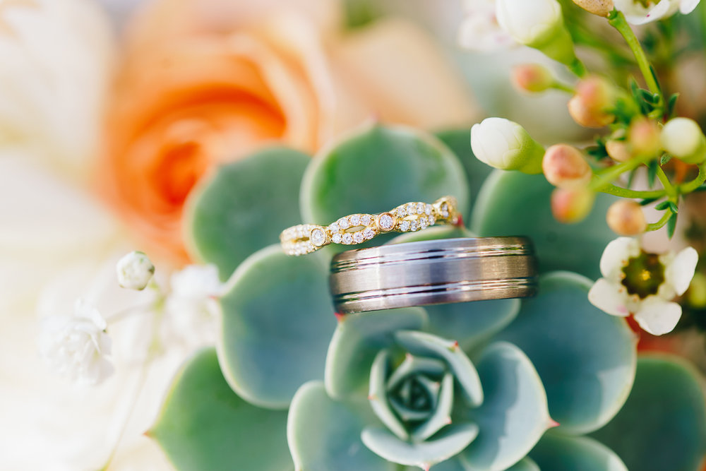 rings-flowers-beach