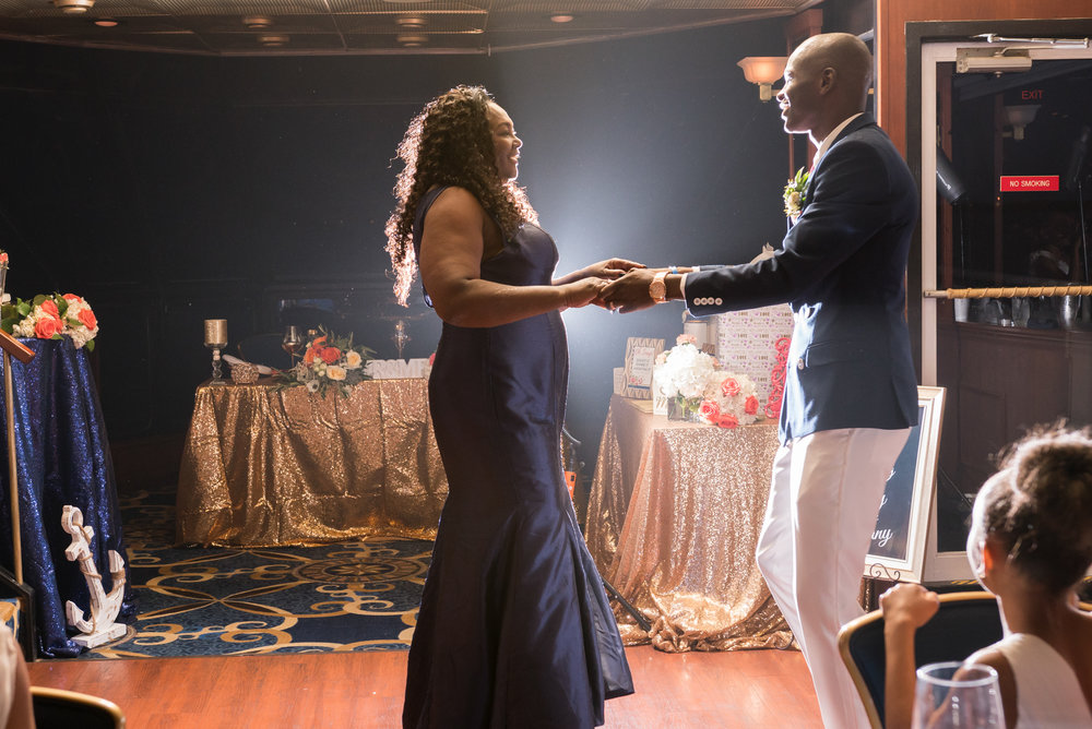Stalite-Dinner-yacht-wedding-reception, First-dance-photo