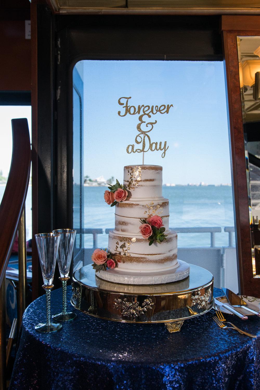 St.Pete-wedding-cake-decoration, Yacht-wedding-photo