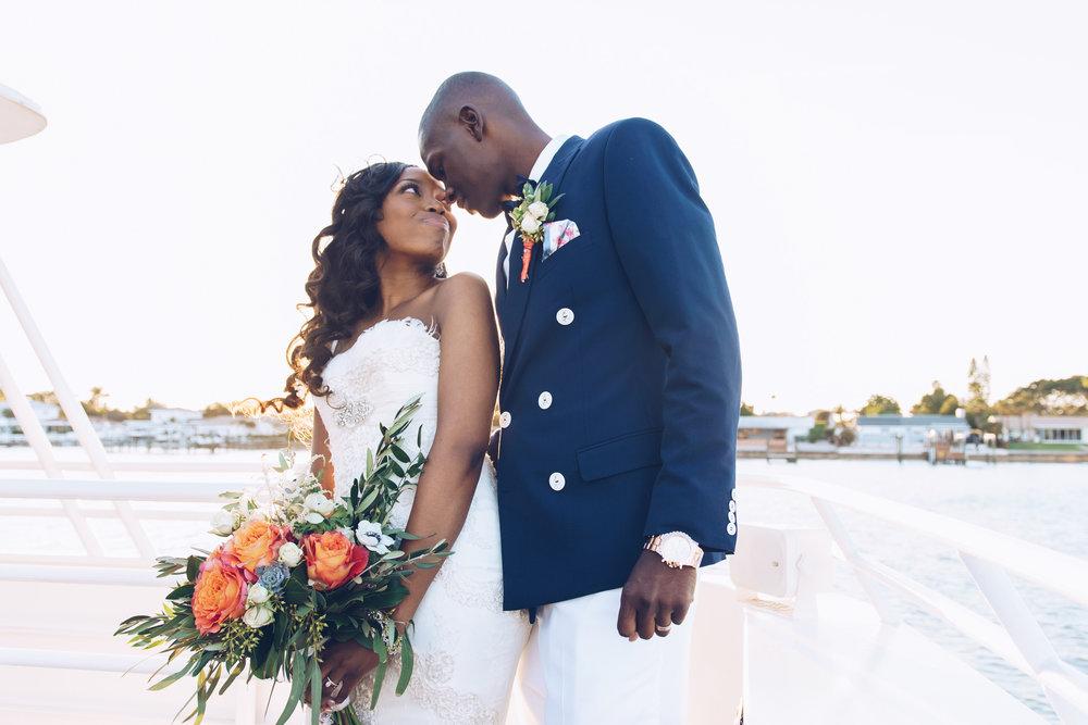 Yacht-wedding-photo, bride-and-groom
