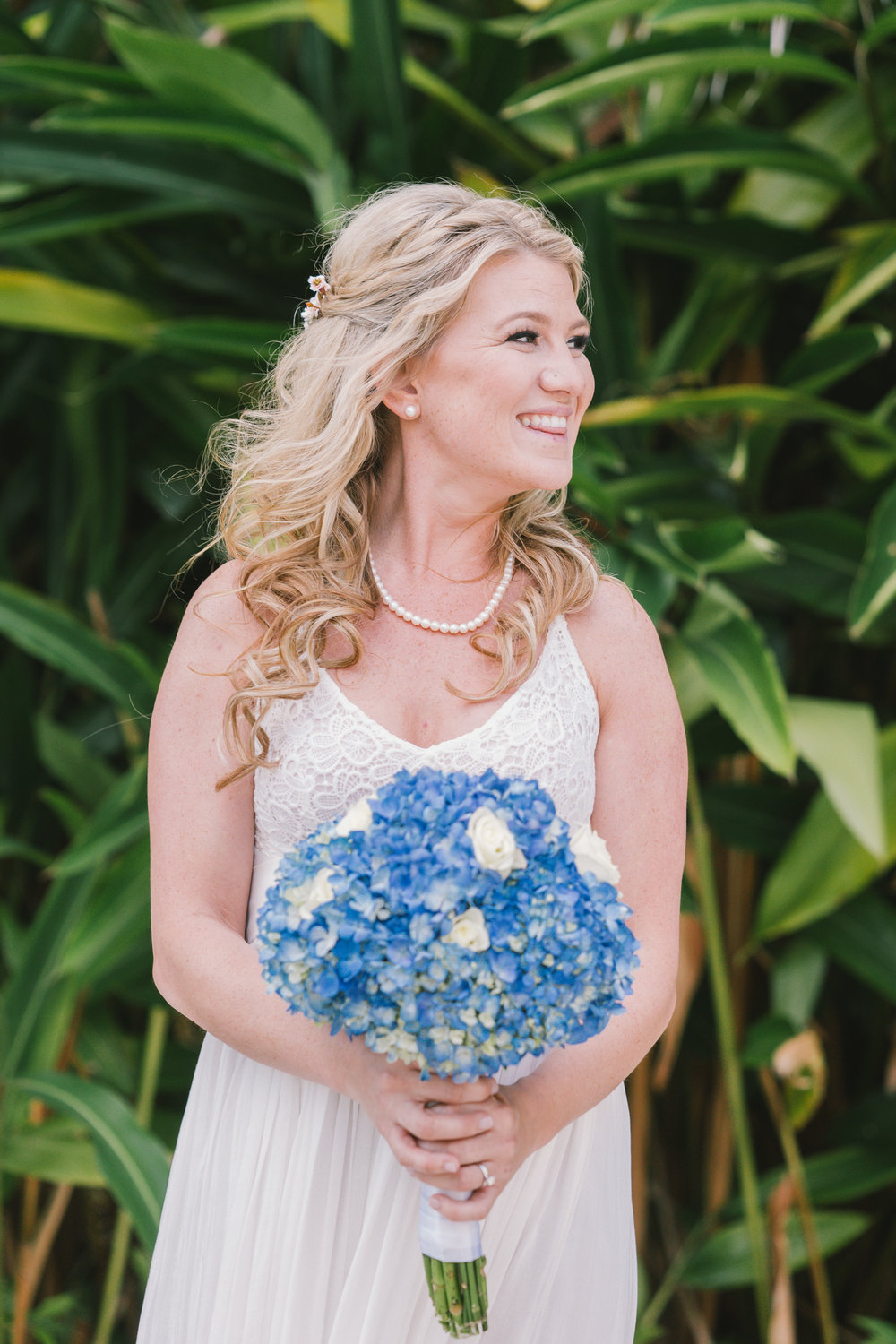 Tampa-bride-photo, Lutz-backyard-wedding, wedding-bouquet