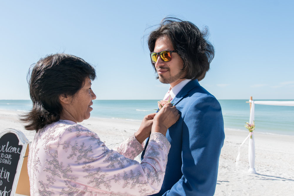 St.Pete-beach-wedding-photo, Groom-getting-ready-photo