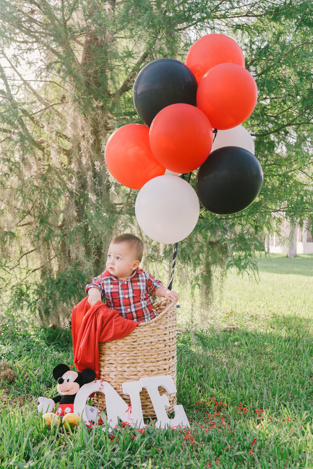 Tampa-baby-photographer, Tampa-baby-with-balloons