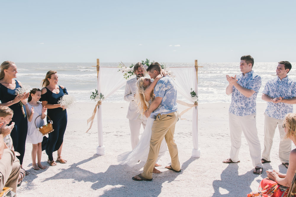 Tide-the-knot-beach-weddings, first-kiss