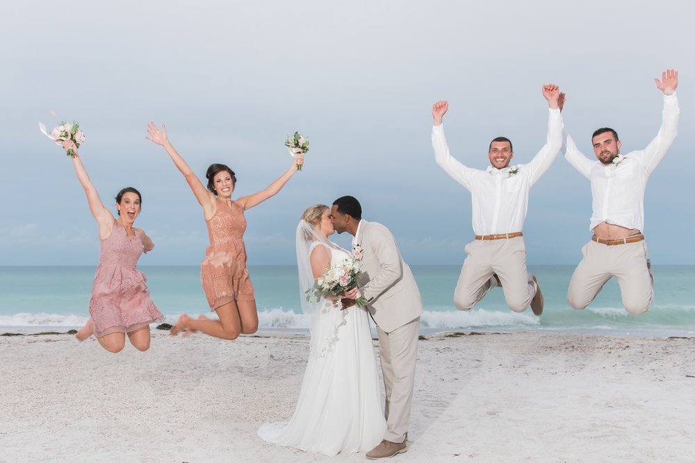 Bridal-party-photo-at-the-beach, Tide-the-knot-beach-weddings