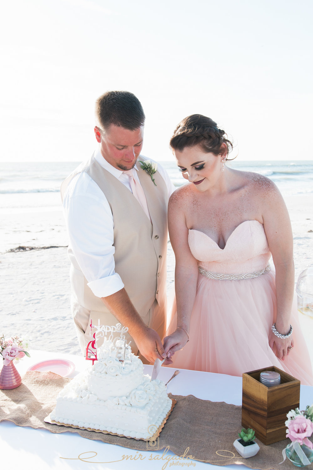 Wedding-cake-photo, beach-wedding-photographer