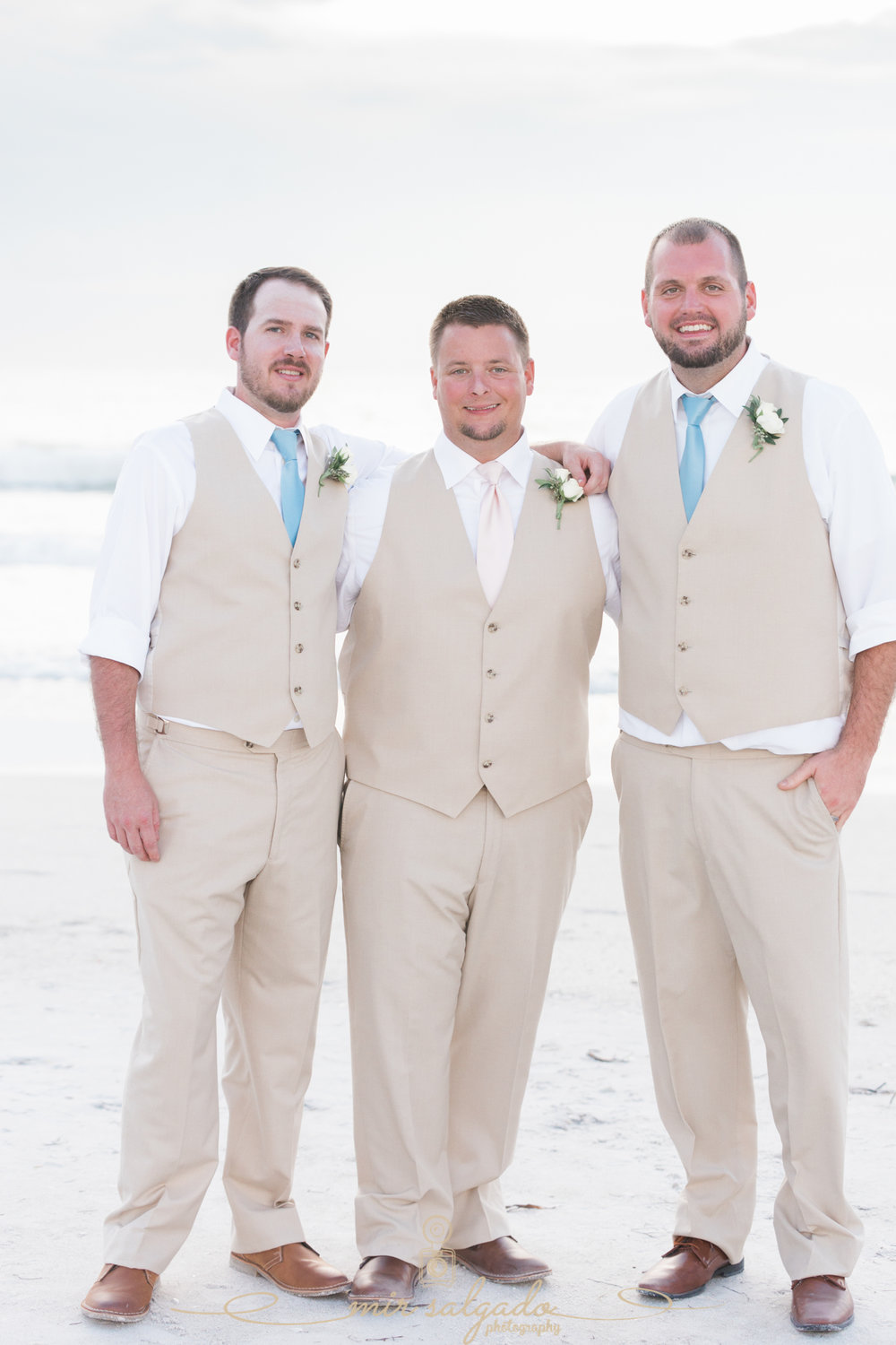 groom-and-groomsmen-wedding-photo, beach-wedding