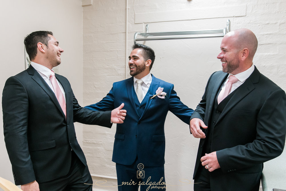 groom-and-groomsmen-getting-ready-photo, Bok-tower-wedding-photo
